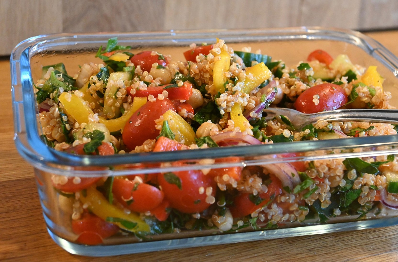 Quinoa Paprika Tomate Petersilie